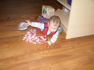 tak než si mamka nachystala po zametení podlahy, kýbl s vodou, tak jsem se takhle předvedla...