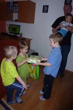 Bráška gratuluje:-)