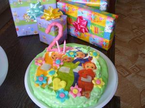 Druhé narozeniny Kristýnky, dortík a dárečky