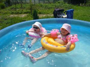 ČERVENEC 2010 Takhle užíváme léta na zahradě