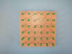 geobord - na kolíčky se navlékají gumičky do různch tvarů