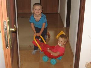 Brácha vozí ségru :-)