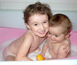 Poprvé spolu ve vaně :)