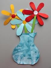 Maminkovský týden_váza s květinami (vodové barvy + mramorovaný efekt ubrouskem; koláž z barevných papírů+lepení)