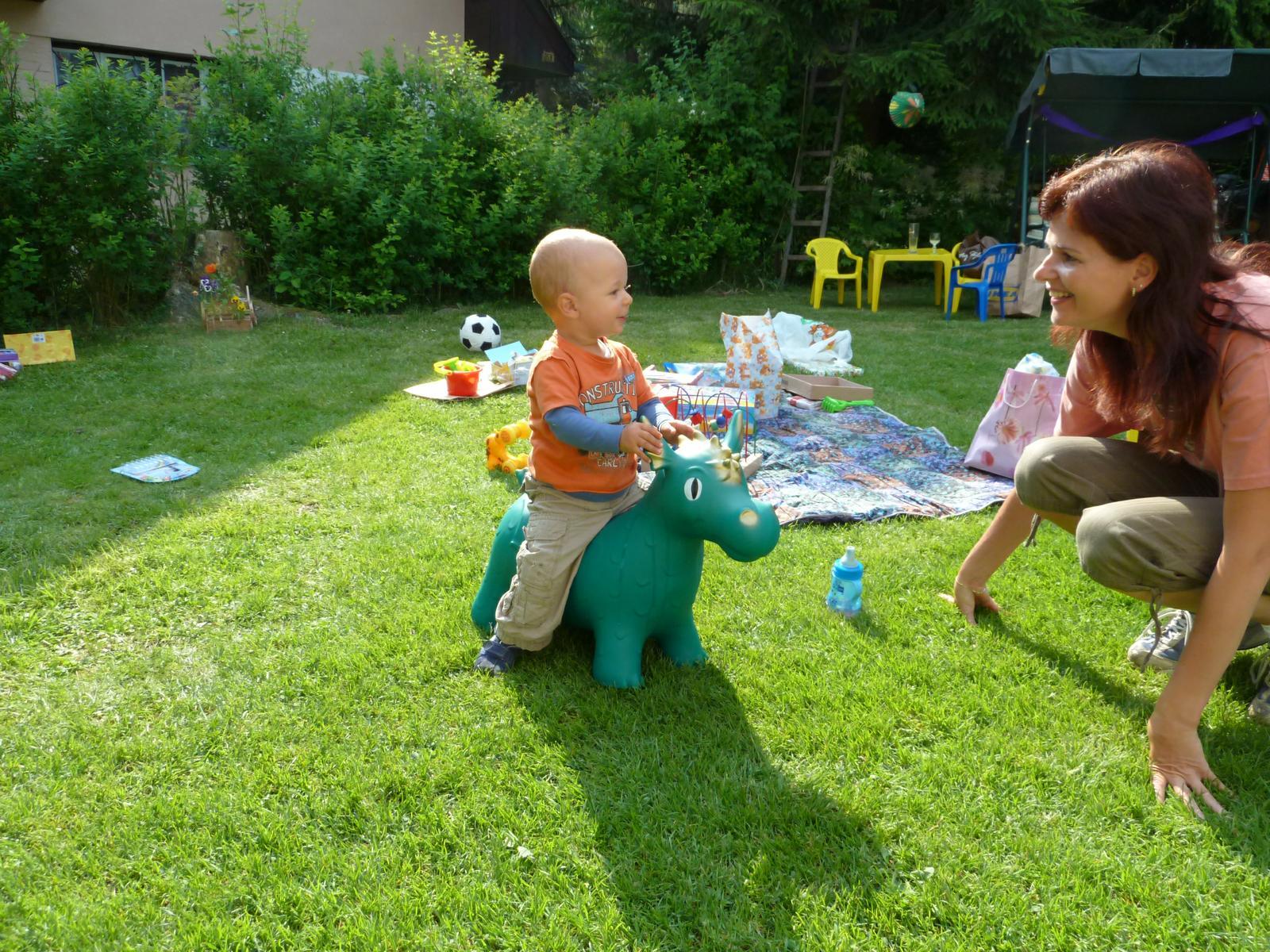 hračky k 1 narozeninám Jaký dárek byl nejlepší k 1. narozeninám vašeho dítěte? hračky k 1 narozeninám
