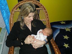 s maminkou v jejím oblíbeném křesle