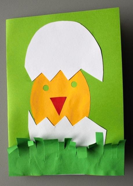 Velikonoce_přání - kuřátko ve vajíčku (sestavení vystříhaného obrázku + lepení; děti samy stříhaly travičku)