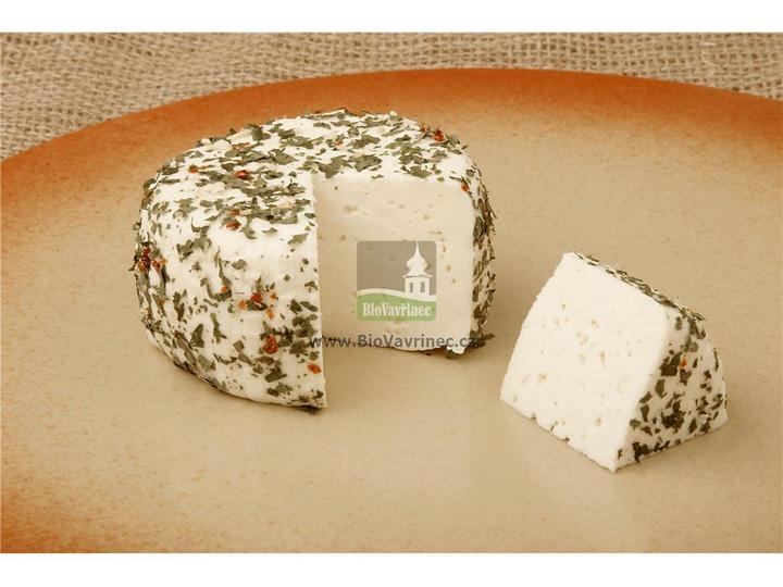 Přírodní sýr v bylinkách, velká dobrota