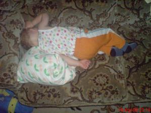 spím jako maminka, takhle spinkala ještě když sem byl v bříšku :-)