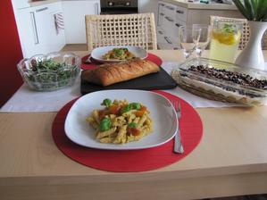 Menu podle Jamieho Olivera - Rigatoni z Trapani, salát z rukoly, Trifle - rychlé, chutné