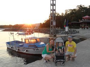 V přístavu při západu slunce
