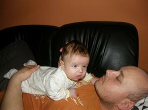 na tatínkovi se dobře koníkuje:-)