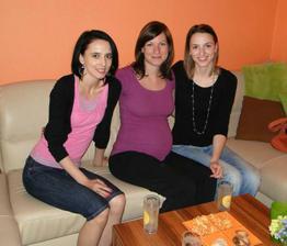 Se sestřičkou a nejlepší kamarádkou, která porodila asi za 30 hodin Adrianku :)