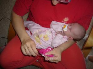 Háčkovat lze i s novorozencem na klíně :D :D :D