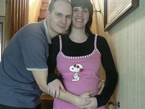 Mamina s tatou 24tt, vypadame sice divne, ale Kubík se musí zdokumentovat :-)