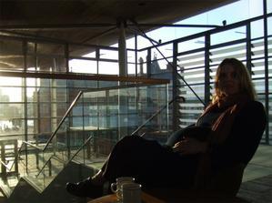 40 tyden, na kavicce v parlamentu, Cardiff