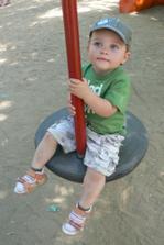 Na houpačce pro velký děti jsem válel!
