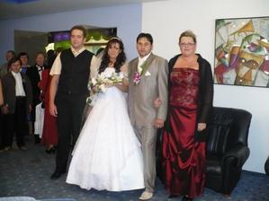 zatiaľ ešte snúbenci, môj brat a ja