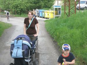 na jedné z našich 5-tikilometrových procházek :-)