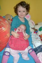Anička a její živé miminko Kačenka :) Nemohla jsem uvěřit, že Lelinka byla ještě o půl kg lehčí a o 5 cm menší :-D