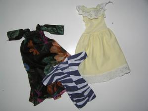 """""""společenské"""" šaty a noční košili jsem kdysi dááávno šila na své bárbíny... v ruce... taky to dle toho vypadá :)"""