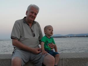 s dědečkem na procházce (to on to všechno spískal :-D)