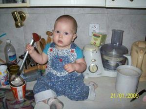 každé ráno musím pro sebe a pro maminku uvařit čajík...