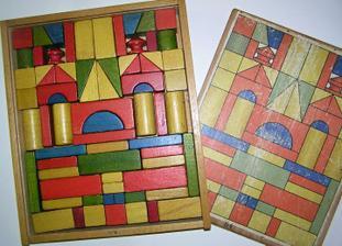 dřevěné kostky z 50.let ... nyní si s nimi hraje již třetí generace