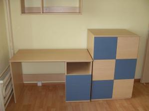 komoda a psací stůl do dětského pokoje