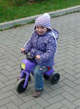 Tak se pozná správná motorkářka - že se sladí s motorkou :)