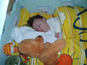 S medvídkem spáčem takhle v noci chrníme :-)