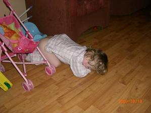 Byla jsem vyřízená, usnula jsem na nočníku a ustlala si pod ním.