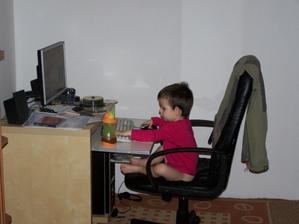 Práce s PC mě hodně baví,maminka z toho ale moc nadšená není...!