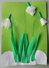 Jarní květiny_sněženky (kvítky z papír.kapesníků+krepový papír; dokreslené stonky, stříhání, lepení)