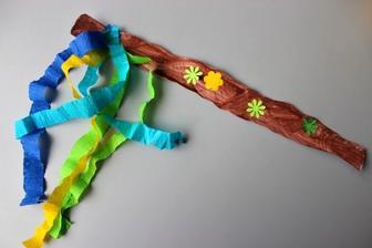 Velikonoce_pomlázka (vodové barvy, krepový papír, vysekané tvary z barev.papírů + lepení)