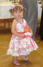 """Proč nehrajou??? Naše malá tanečnice všechny okolo bavila svým """"trsáním"""" s miminkem :-)"""