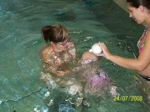 ...a učím se potápět. Maminka i tatínek jsou potápěči, tak to by bylo, abych já nebyla :o)