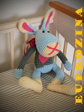Každý malý kluk přeci potřebuje na hraní zajíce! :) Tak jsem také jednoho vyrobila.... Drobek měří asi 40cm
