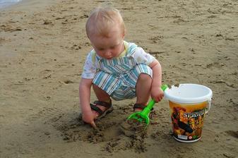 máma a táta mě učili i hrad z písku
