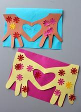 Maminkovský týden_srdce pro maminku (obkreslená dětská ruka na hranu přelož.papíru, po vystřižení vznikne srdíčko)
