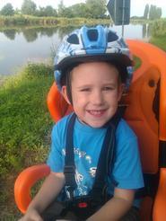 Dítě v cyklosedačce