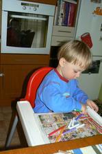 Ještě uviděl na stole fixy a chtěl malovat - zajímavé- máme takové nemalovací období.