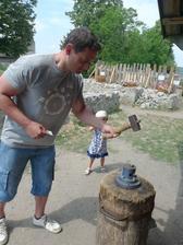 Tatínek vyrazil minci na památku