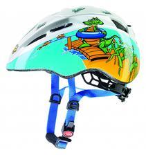 Kačenka si dnes vybrala svou první helmu na kolo :) Krokouši u nás teď frčí :)