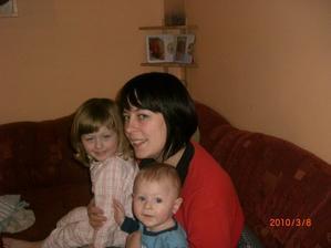Děti před spaním a mamka s novým účesem :-D