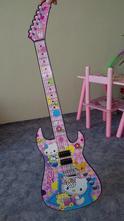 Kytara s hallo kitty,