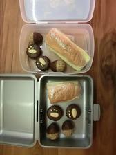Rohlík, gervais, gouda. Ořechy, Išelské dortíčky z vánočního cukroví