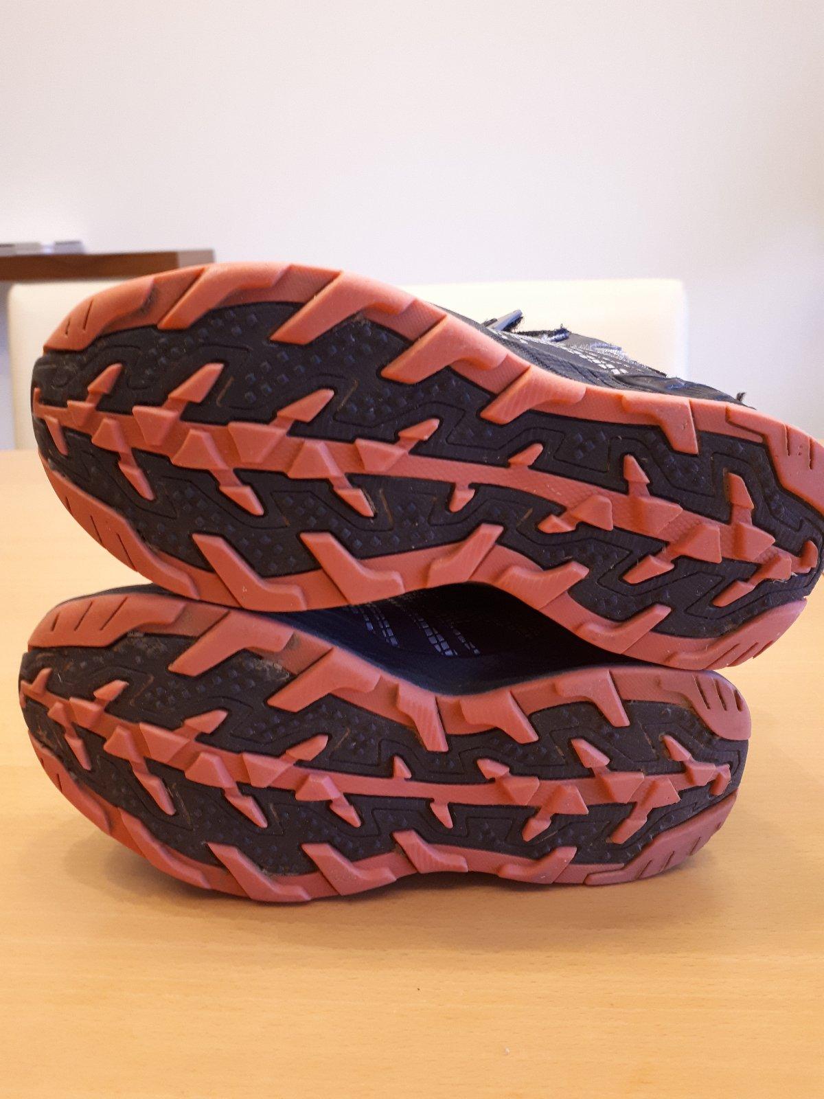 47774960ed3 Osobní odběr je možný v Trnov. Zimní kotníkové softshellové boty umbro ...