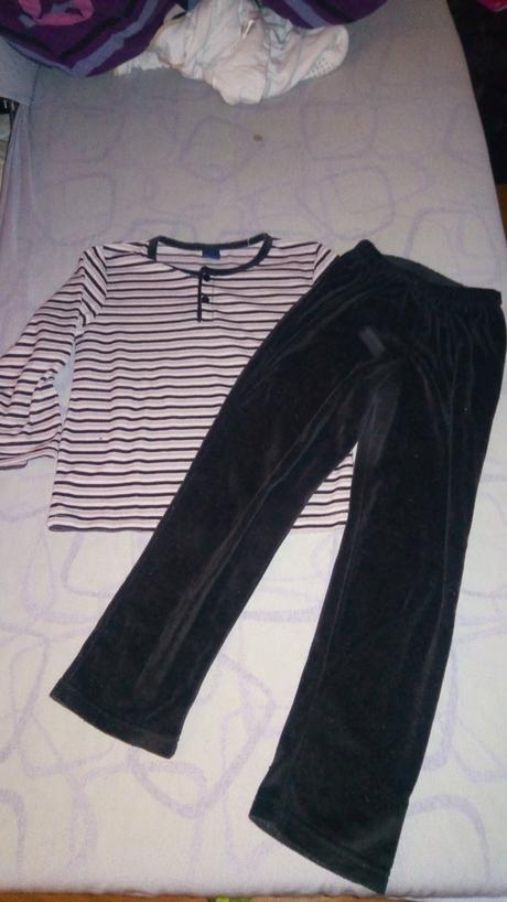 Sametové pyžamo, 128