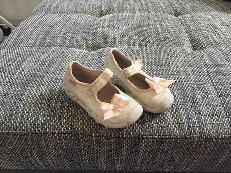 Různé dívčí botičky, 20